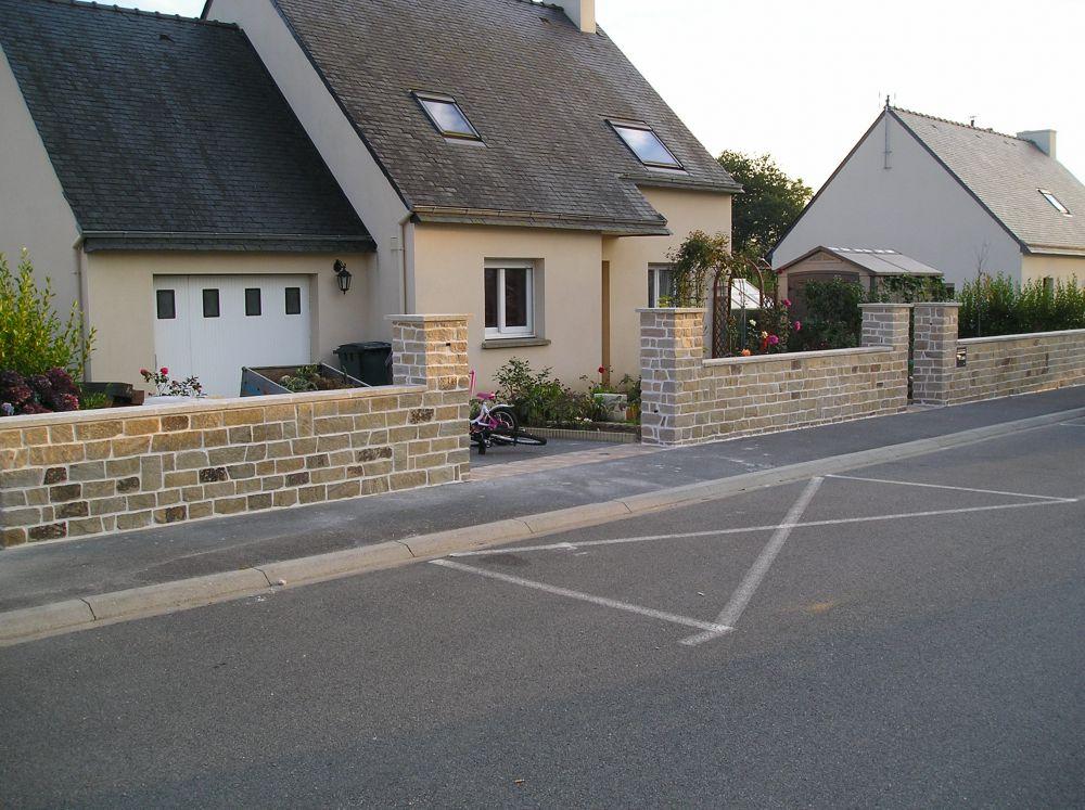 murs murs mur en parpaings enduit mur en pierre ma onn dallage terrasse bois saint yvi. Black Bedroom Furniture Sets. Home Design Ideas